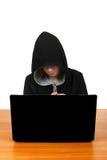Hombre joven con el ordenador portátil Fotografía de archivo libre de regalías