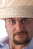 Hombre joven con el sombrero de paja Imagen de archivo libre de regalías