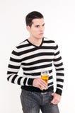 Hombre joven con el vidrio de cerveza imagen de archivo libre de regalías