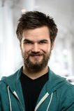 Hombre joven con la barba dentro Foto de archivo libre de regalías