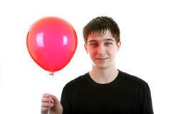Hombre joven con la bola roja Foto de archivo
