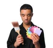 Hombre joven con la brocha y muestras Imagen de archivo
