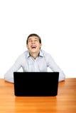 Hombre joven con la computadora portátil Fotografía de archivo libre de regalías