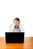 Hombre joven con la computadora portátil Imagenes de archivo