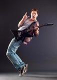 Hombre joven con la guitarra Fotografía de archivo libre de regalías