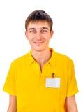 Hombre joven con la insignia vacía Fotos de archivo libres de regalías