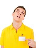 Hombre joven con la insignia vacía Imagen de archivo libre de regalías