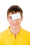 Hombre joven con la insignia vacía Fotografía de archivo libre de regalías