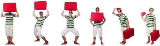 Hombre joven con la maleta roja aislada en blanco fotografía de archivo