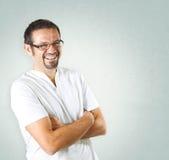 Hombre joven con la sonrisa de los vidrios Imagen de archivo libre de regalías