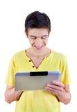 Hombre joven con la tableta Fotos de archivo libres de regalías