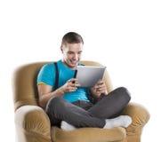 Hombre joven con la tablilla Imagen de archivo libre de regalías