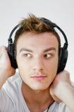 Hombre joven con los auriculares Imagen de archivo