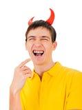 Hombre joven con los cuernos del diablo Fotos de archivo libres de regalías