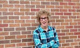 Hombre joven con los vidrios torpes Fotografía de archivo libre de regalías