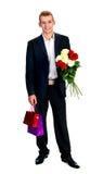 Hombre joven con Rose y el bolso de compras Fotos de archivo