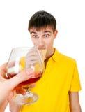 Hombre joven con un alcohol Foto de archivo libre de regalías