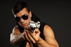 Hombre joven con un arma Foto de archivo libre de regalías