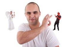 Hombre joven con un dedo que quita el devin Foto de archivo libre de regalías