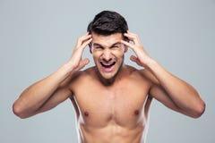 Hombre joven con un dolor de cabeza Imágenes de archivo libres de regalías