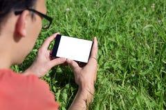 Hombre joven con un smartphone Imagen de archivo