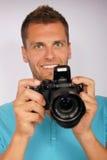 Hombre joven con una cámara Fotos de archivo