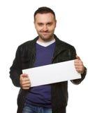 Hombre joven con una cartelera en blanco blanca Fotos de archivo libres de regalías