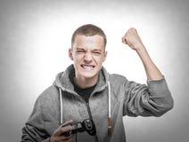 Hombre joven con una palanca de mando Imagenes de archivo