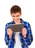 Hombre joven con una tableta Imagenes de archivo