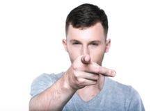 Hombre joven confiado que señala su finger a usted Imagen de archivo libre de regalías