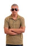 Hombre joven de la moda con las gafas de sol Fotos de archivo