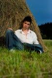 Hombre joven de relajación fotografía de archivo libre de regalías