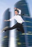Hombre joven de salto Foto de archivo libre de regalías