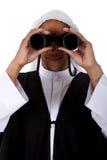 Hombre joven del afroamericano, jeque, prismáticos Fotografía de archivo libre de regalías