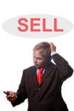 Hombre joven del bussiness que piensa en más ventas Foto de archivo libre de regalías