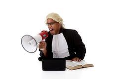 Hombre joven del juez del afroamericano, gritando foto de archivo