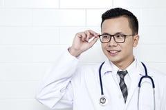 Hombre joven del médico fotos de archivo