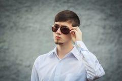 Hombre joven elegante hermoso Foto de archivo