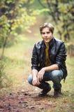Hombre joven en bosque Imagen de archivo libre de regalías