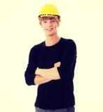 Hombre joven en casco amarillo Fotos de archivo libres de regalías