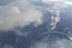 Hombre joven en coche Fotos de archivo libres de regalías