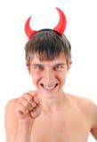 Hombre joven en cuernos del diablo Imagenes de archivo