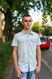 Hombre joven en el ambiente urbano Imagen de archivo libre de regalías