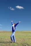 Hombre joven en el campo Fotos de archivo libres de regalías