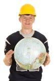 Hombre joven en el casco que sostiene el globo Foto de archivo
