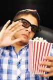 Hombre joven en el cine Fotos de archivo