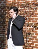 Hombre joven en el teléfono celular Fotografía de archivo libre de regalías