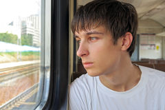 Hombre joven en el tren Fotografía de archivo