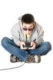 Hombre joven en gafas de sol con una palanca de mando Foto de archivo libre de regalías