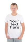 Hombre joven en la camiseta blanca con Fotos de archivo